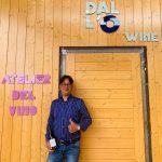 DARIO DALL'O': il vignaiolo visionario che sa far suonare il vino. Nella prima cantina galleria d'arte d'Italia si è organizzata una degustazione sonora sulle note del piano della famosa pianista influencer Giulia Vazzoler.