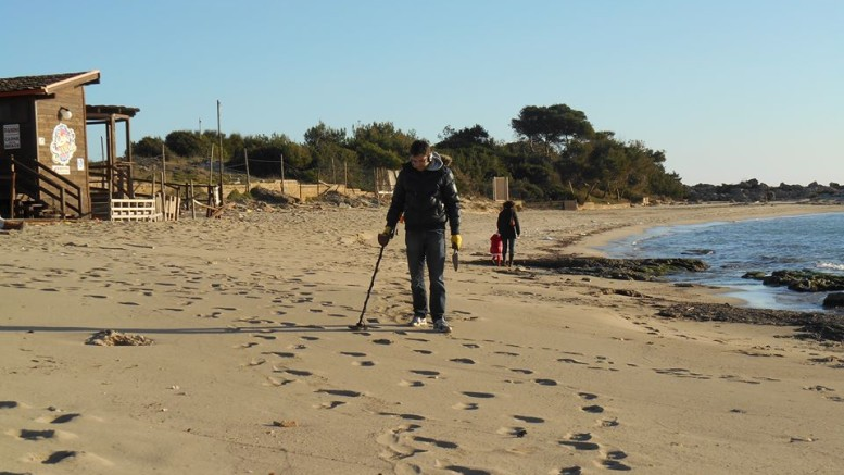 metal detector spiaggia